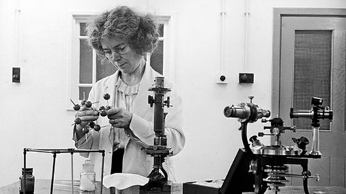 Doing the calculations by hand, Kathleen Lonsdale was the first to use Fourier spectral methods while solving the structure of hexachlorobenzene in 1931. After 60 years controversy, her results showed conclusively that the benzene ring was flat.