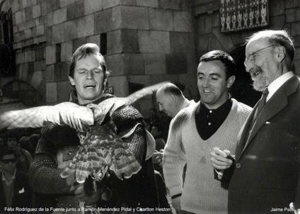 Charlton Heston, Félix Rodríguez de la Fuente y Ramón Menéndez Pidal en el rodaje de El Cid (Anthony Mann, 1961). Autor: Jaime Pato