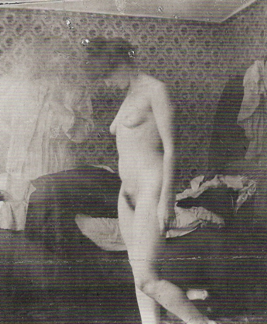 Edgard Munch, Retrato de Rosa Meissner en el Wareünde Estudio (Chica desconsolada), 1907. Gelatina teñida impresa